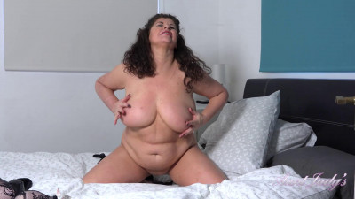 Big tit mature slut gilly playing with her pussy at bedroom
