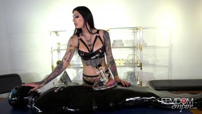Mistress Damazonia – Rubber Gimp Relief
