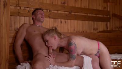 Description Sexy Sauna Sucking - Slim Teen Swallows Large Dick