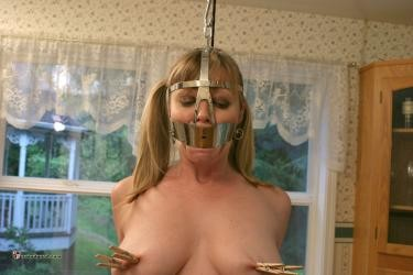 [NakedGord.com]-Adrianna Pole Trained(2010/Head Bondage/size 136.0 MB)