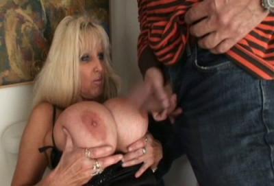Tia Gunn - Toilet Slut Supreme!