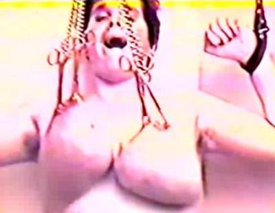 Brutal torture of slaves 28