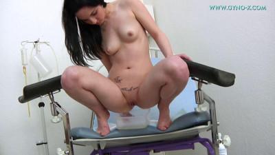 Description Leslie - 19 years girl gyno exam)