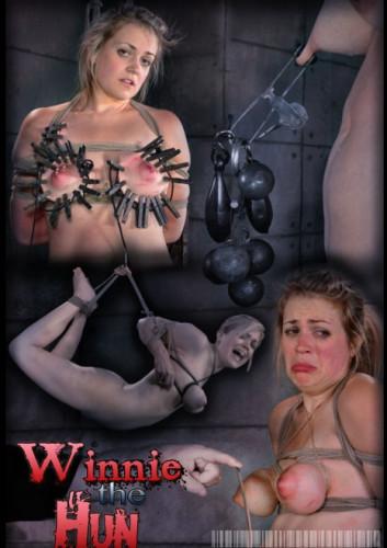 Description Winnie the Hun Part 2 - Winnie Rider, Amy Faye