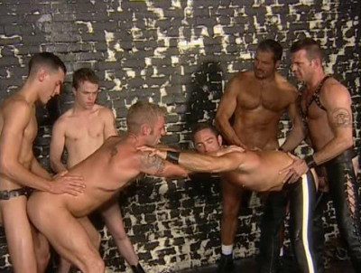 Muscle Men Like Rough Gangbang