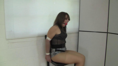 Elizabeth Andrews - Scammed By A Guy With Camera