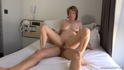 Isabelle, 43 years old, teacher in Orléans!