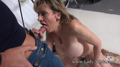 Lady Sonia – Nude Housewife Cock Sucker