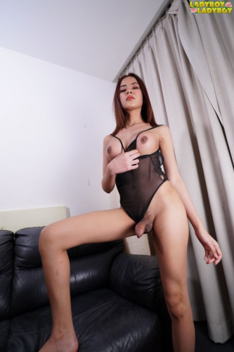 Gorgeous And Sensual Honey Gets Off!