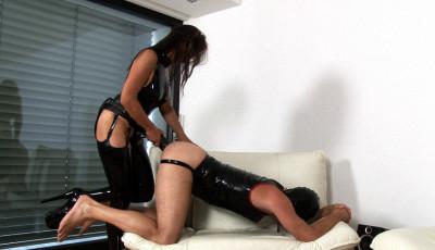 Latex Dominatrix Gets Her Strapon