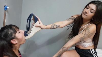 Foot domination – Scene 451- Bruna Vitalle and Alice