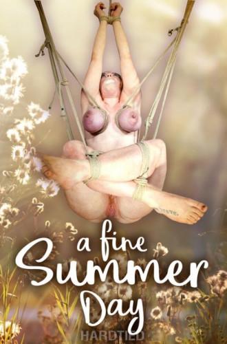 round ass thin (HdT Jun 14, 2017 - Summer Hart)...