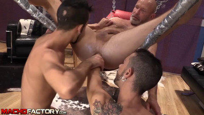 Perv Daddy vers Twinks
