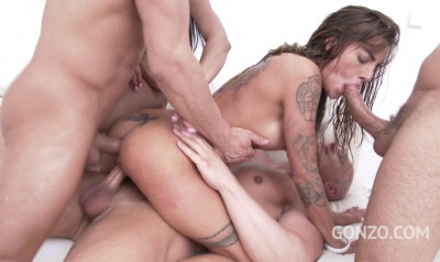 Piss Gangbang With DP For Silvia Dellai & Francys Belle