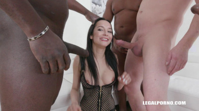 Francys Belle is back to enjoy pissing double anal