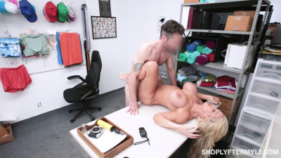 Alura Jenson Loves Sex