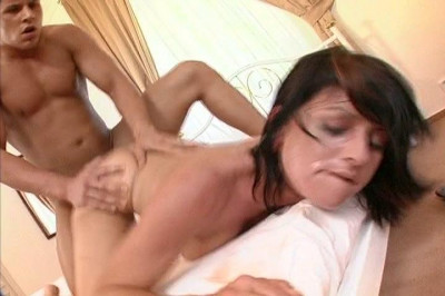 Simone cheats on her boyfriend and takes a facial