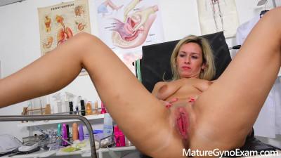 Jenny Smith - Real fucking machine orgasm of shy blonde MILF in gyno chair