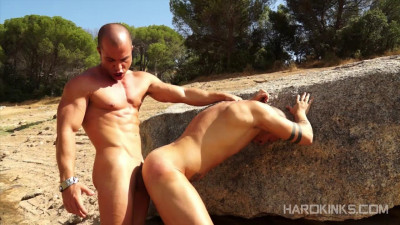 HardKinks — Antonio Aguilera, Max Duran