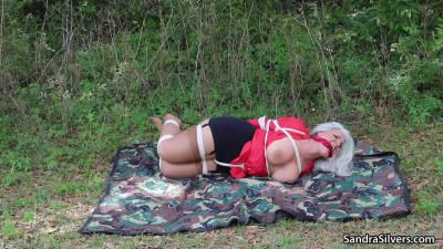 Sandra Lisa Outdoor Hopping