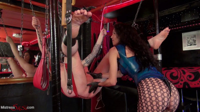Mistress Susi - Strapon Training In The London Gay Club
