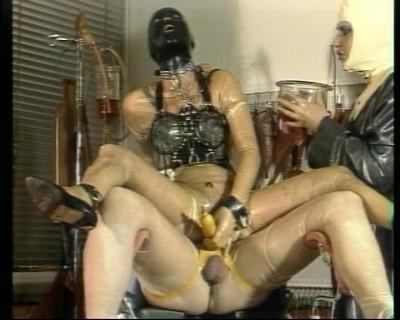 Bizarr Vol. 2 - Gummiklinik Frau Dr. Monteil — Scene 3