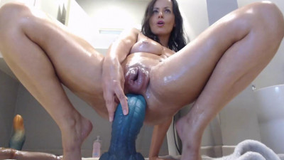 Description Biggest pussy and biggest squirt
