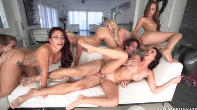 Reverse Orgy With Beauty Babes