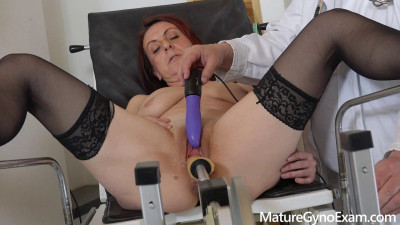 Description Coco Blond - Old pussy exam