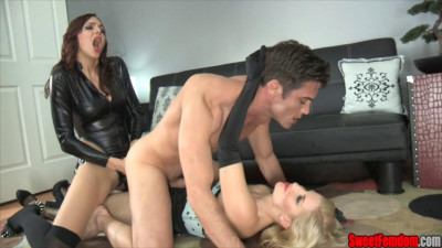 Double strapon slut Ashley Fires Sadie Holmes (2014)