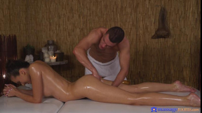 Stacy Cruz – Amazing natural tits babe gets oily