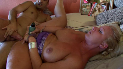 Squirting amateur Milf, Silvia anal session