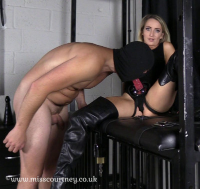 Mistress Courtney Fetish Lair I Look Good Inside You