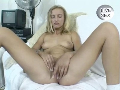 Solo bitch on live sex
