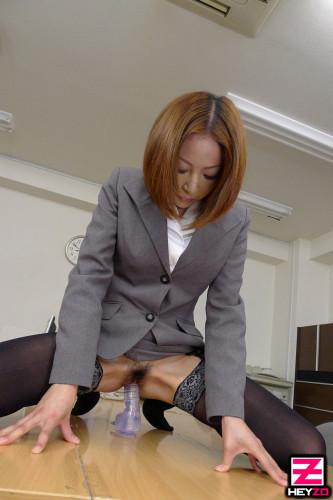 Emiri Mizukawa - How to Take Advantage of a Beautiful Secretary's Weakness