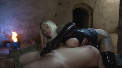 Calea Toxic - Between My Naked Thighs