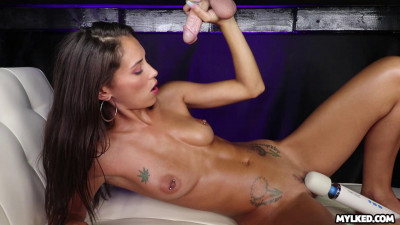 Ari Parker – Stroked Out