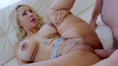 Busty MILF Lauren Pixie Gets A Hard Pounding