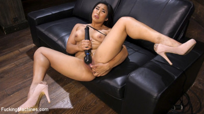 Mega Babe Gets a Full Throttle Machine Fucking!!
