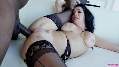 Cougar Veronica Avluv Takes His Black Cock