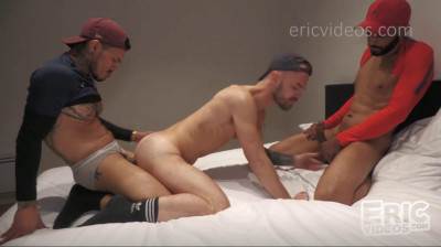 Pablo takes his buddy Tahar to fill Archie's holes