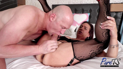 Description Shannon Spears - Mature Fitness Trans Babe Gets Her Ass Pounded