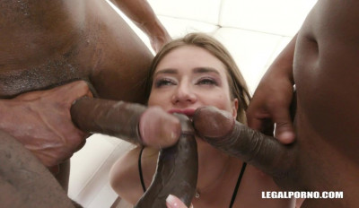 Sexy Sarah Sultry Loves Interracial Gangbang Party