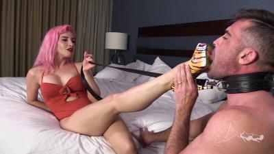 Sarah Diavola - Perverting My Man With A Footjob