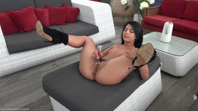 Gina Valentina – Bell Bottom Ginas (2019)