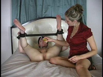 The slave takes a lot of punishment ranging from face sitting