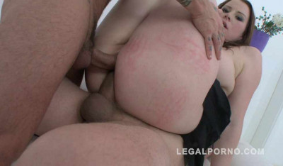 Big butt slut in double anal with 3 cocks