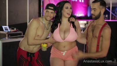 Description voyer visit to erotic festival full hd