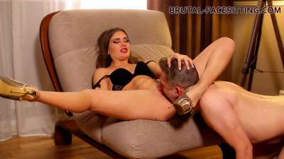 Brutal Facesitting - Holly Kane Mistress