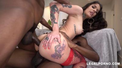 Tattooed Beauty Vanessa Vega Smashed By 2 Big Black Cocks